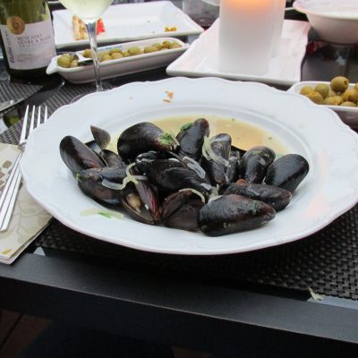 French Bistro at Home – Moules Poulettes